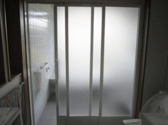 浴室の3枚の引戸が壊れてしまいどうしようか困っていたんですが通勤中に見かけるサンエキさんに見てもらって交換をお願いしました。